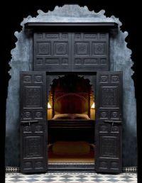 black Moroccan interior design bedroom | Lovely inside ...