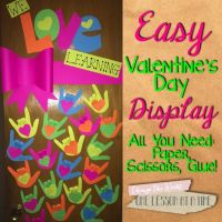 This is an awesomely EASY Valentine's Day door decoration ...