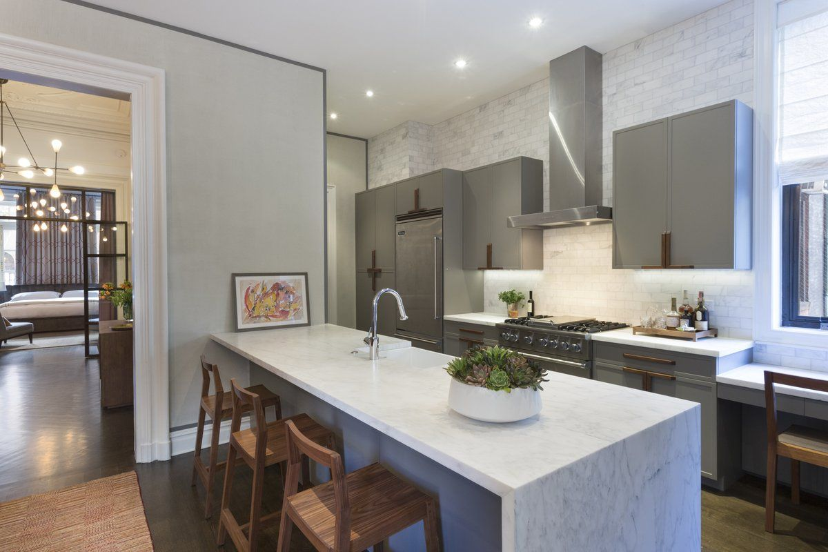 Five-Bedroom Residence Near Toronto Unveiling Luxurious Living: 166 The Kingsway