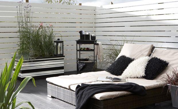 Design A Mediterranean Garden With White Fences Me Casa