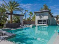 12 Crazy Outdoor Extras at the Property Brothers' Las