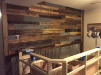 The pallet wall behind the bar is done. One step closer ...