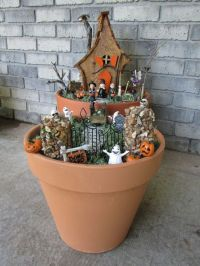 How to Make a Spooky Halloween Fairy House and Garden ...