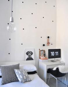 black and white polka dots home decoration interior design spotted ideas kropki we wnetrzu bialo czarne groszki  domu sypialnia bedroom also preto  branco na decoracao ler dormir comer bsas rh pinterest