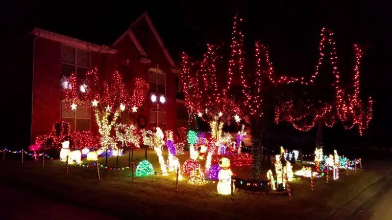 christmas lights synchronized to music in oakhurst on peppermill