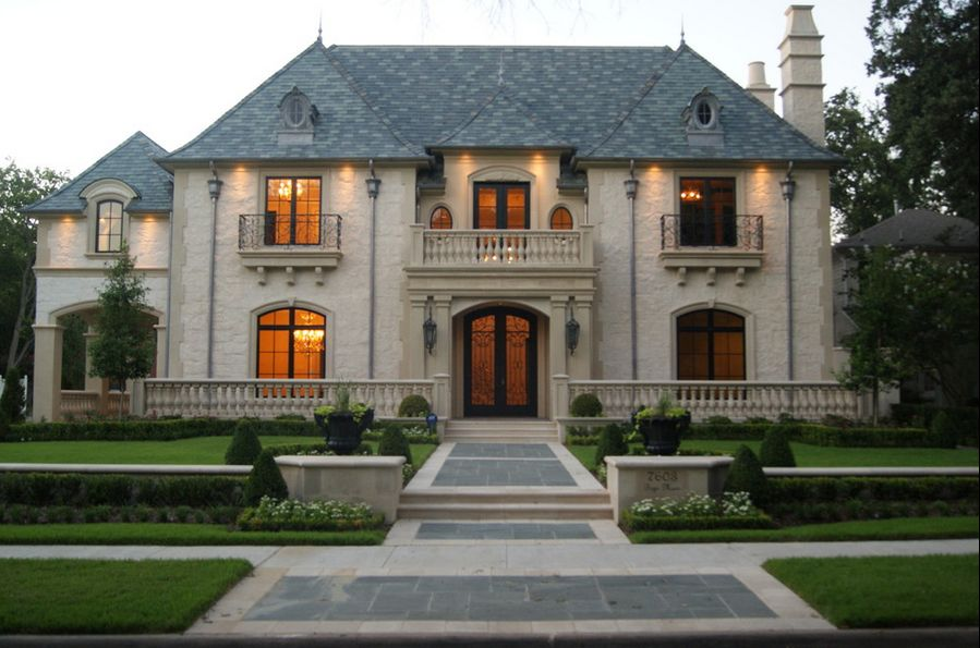 The French Manor – A Posh Style Of Living Architecture