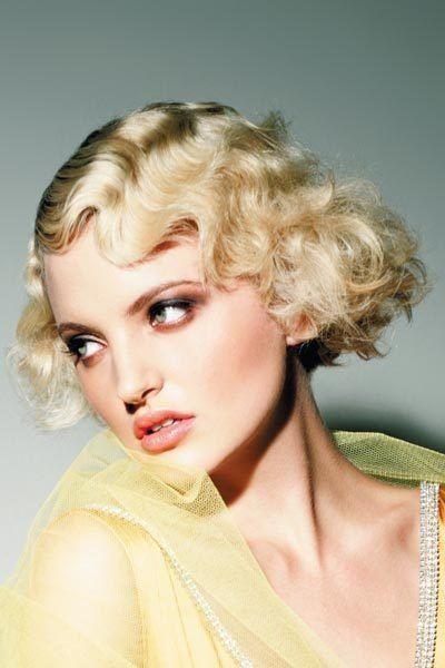 Blonder Lockenbob Mit Wasserwelle Wasserwellen Frisur Und Blond