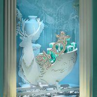 Tiffany christmas holiday window displays on Fifth Avenue ...