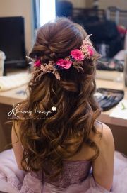 dreamy flowery hairstyle makeup