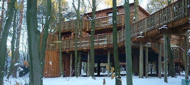 Center Parcs Sherwood Forest Treehouse Ideal For Family Retreat Outdoor Hot Tubs Treehouse