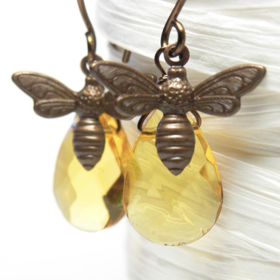 bee earrings! cute!