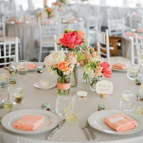 simple set up maybe to save on costs Still having the wooden center pieces and burlap on the