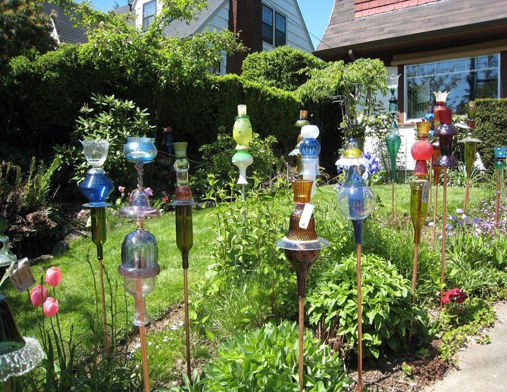 A Cool Art Project For The Spring Gardens Glass Garden Art And
