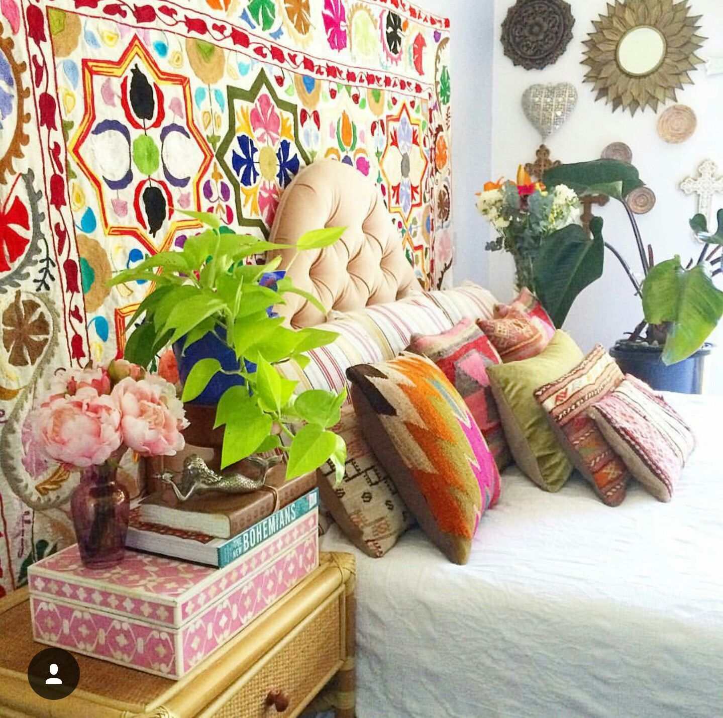 Decoraciones Hippies Look At The Embroidered Headboard Room Decor Ideas