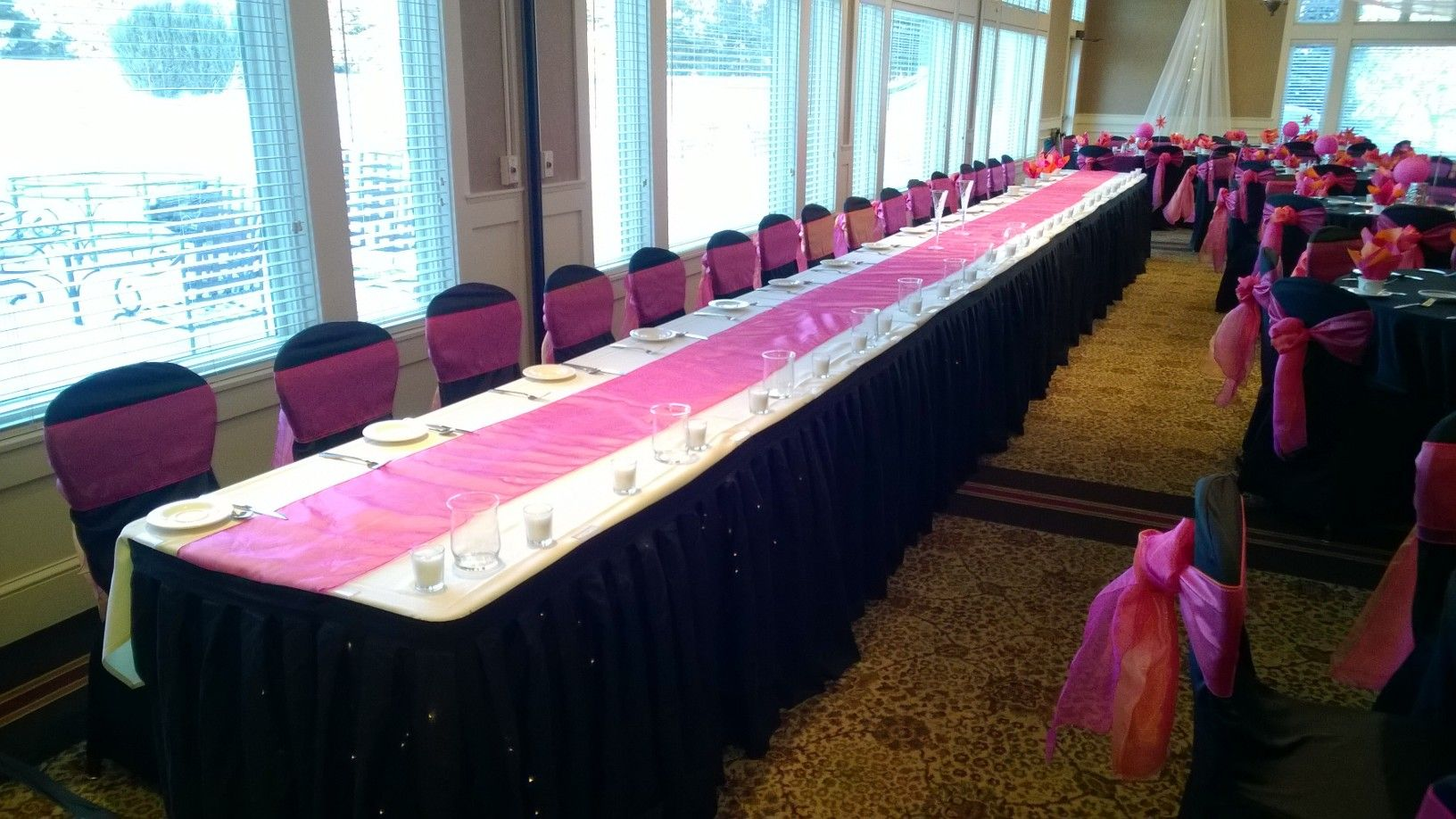 wedding chair covers east midlands how to make slipcovers for folding metal chairs black table linens with hot pink organza runners