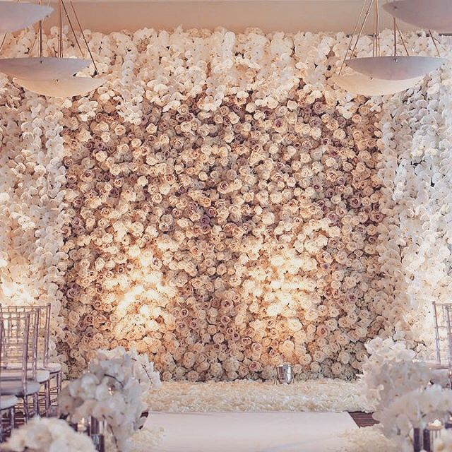 We never tire of seeing  flower wall and this magnificent design is no exception florist extraordinaire karen tran designed spectacular floral also follow us signaturebride on twitter facebook signature rh pinterest