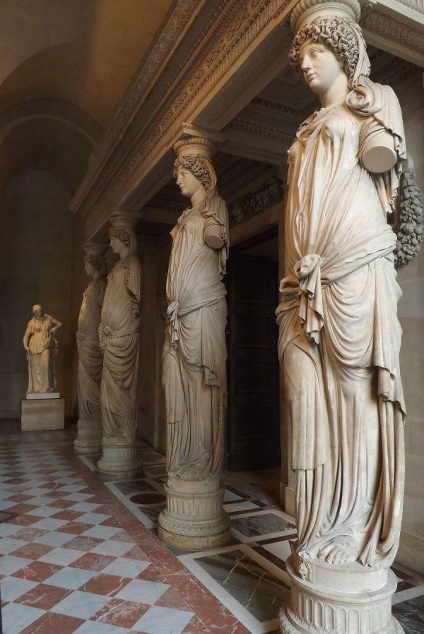 Salle Des Cariatides Mus Du Louvre France Sculptures