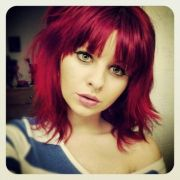 shoulder length red hair