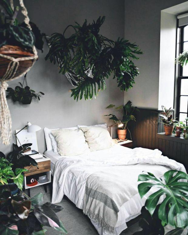 Una impresionante casa decorada con mezcla de estilo industrial contemporaneo  urban jungle european home decorbedroom also rh pinterest