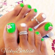 pretty toenail art design