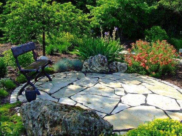 delightful-flagstone-patio-decorating-ideas-charming-landscape-traditional-design-ideas