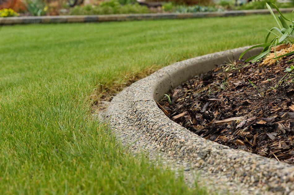 Image of: Concrete Landscape Edging Ideas