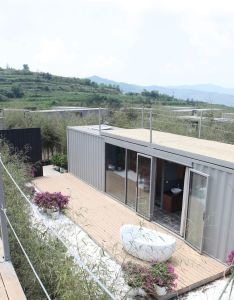 Gallery of xiangxiangxiang boutique container hotel tongheshanzhi landscape design co shipping housesshipping also rh pinterest
