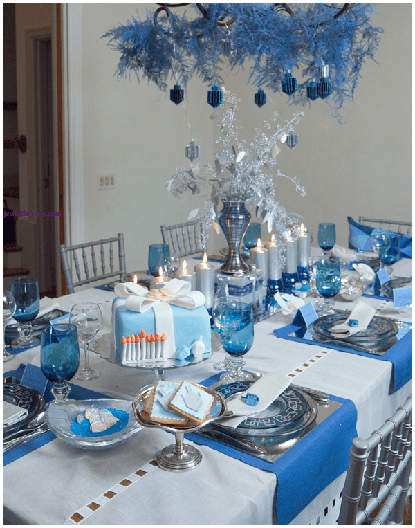 Blue silver white christmas table decorations