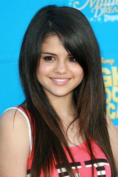 15 Years Old Selena Gomez, rocked very minimal makeup - eyeliner, brow pencil and lip gloss