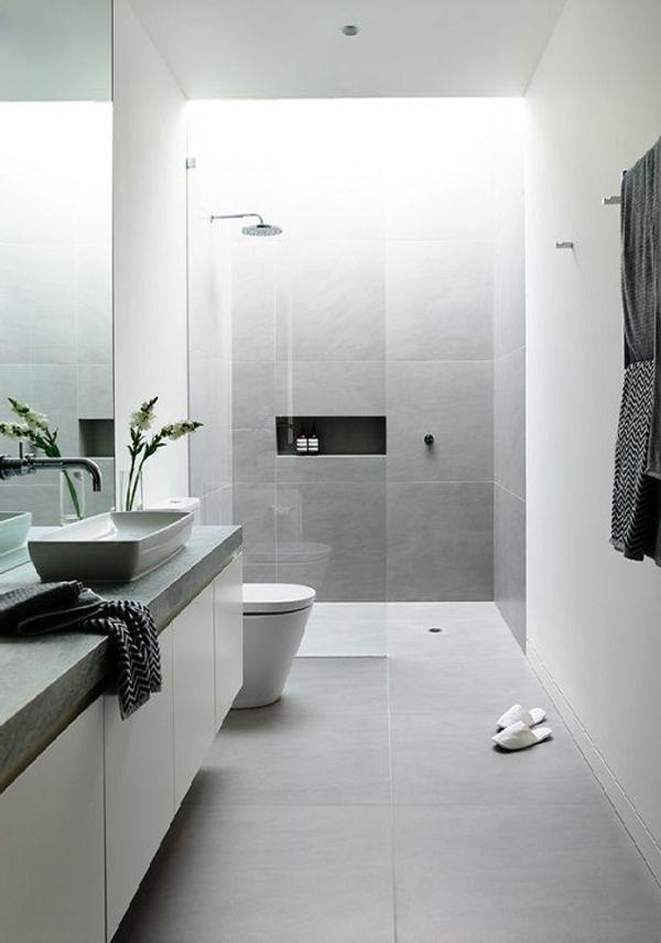Modernes Badezimmer Weiß Hellgrau Fliesen Pflanze Dusche