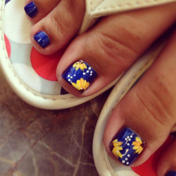 Sunflower Toe Design Nails Haute Spot Sunflowers And Pedicures
