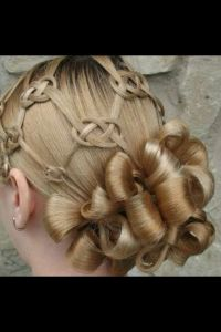 35 Mind-Bogglingly Complicated Braids That Are A Feat Of ...