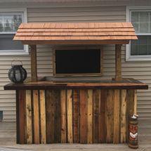Outdoor Pallet Bar #diy #palletbar #palletwood #tikibar #