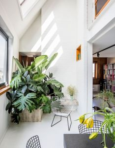 Mark colles apartment in antwerpen white interiorshouse interiorsraf simonsfloristsapartmentsmezzanine floorvaninterior designmy style also interiors plants and spaces rh pinterest