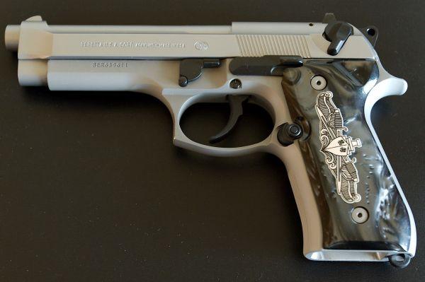 92fs Inox Beretta With Hogue Custom Grip Naval