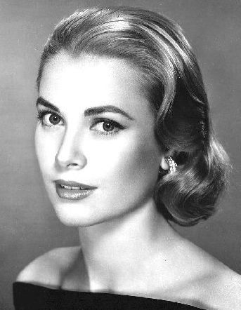 1940s Hairstyles For Women's To Try Once In Lifetime Updo