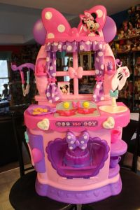 Minnie Mouse Sweet Surprise Kitchen | Minnie mouse, Mice ...