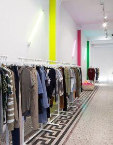 Modern white with neon retail interior shopping boutique interiorbeautiful designstore interiorsretail interiorpublic spacesfashion also designer rh za pinterest
