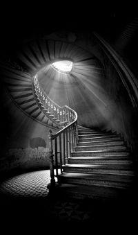 Lichtkegel Lampe / Lichtstimmung | black & white ...