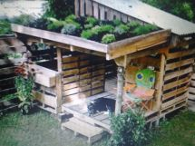 Recycled Pallet Board Garden Doghouse