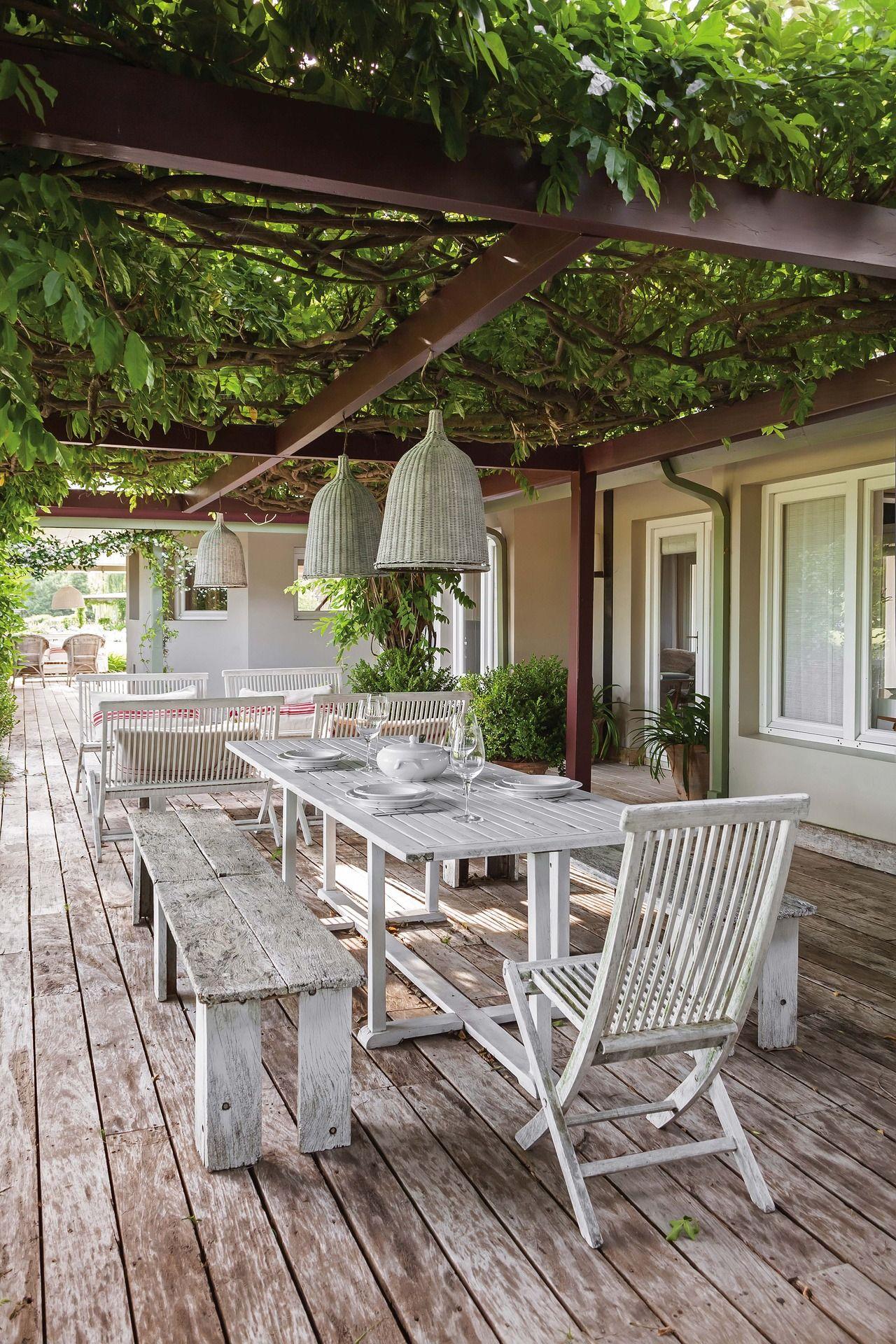 Una Casa Con Un Jardín Espectacular  Pérgola De Cubierta