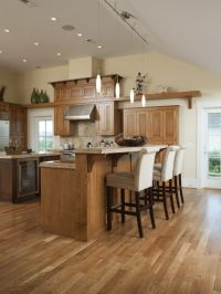 Traditional kitchen with neutral tones - beautiful Oak ...