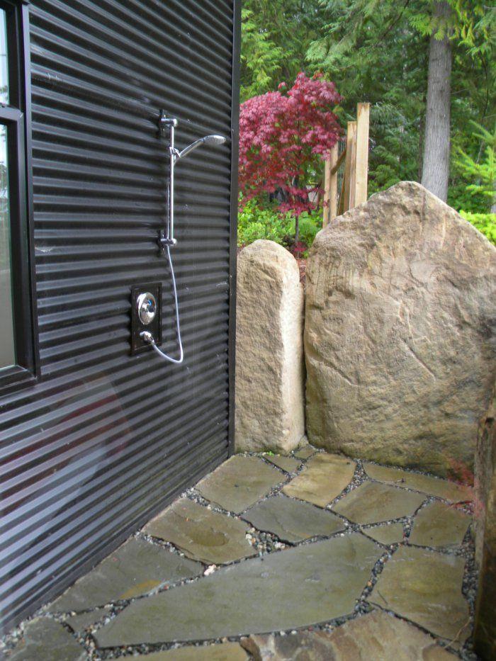 die dusche für den garten – solar, wie wasserfall und mit
