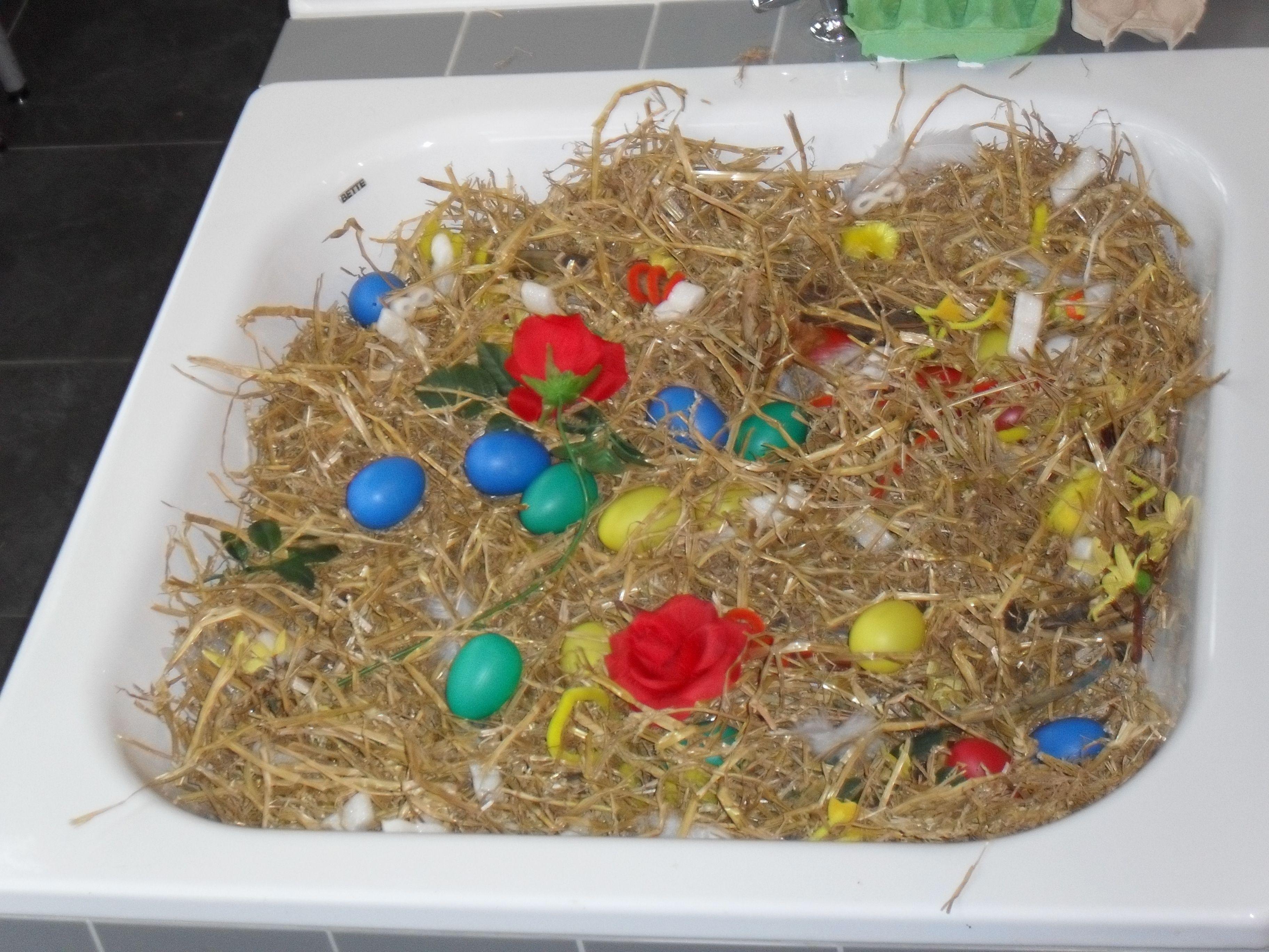 Sensomotoriek Ontdekbak Tijdens De Lente Stro Eieren En