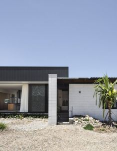 Designed to withstand cyclones and cater its owners as they age this thoughtful house by chloe naughton reflects the level of detail craftsmanship also houses awards design architecture pinterest rh za