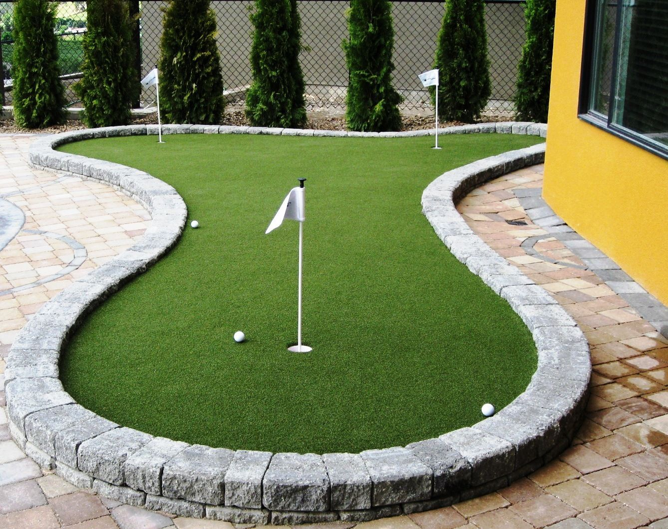 Practice your #putting skills with backyard #SYNLawn