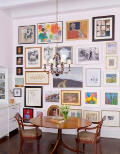 How to hang the perfect gallery wall layouts are so beautiful but intimidating for amateur interior designer also suzanne donaldson nyc apartment cut decoracion ideas rh pinterest