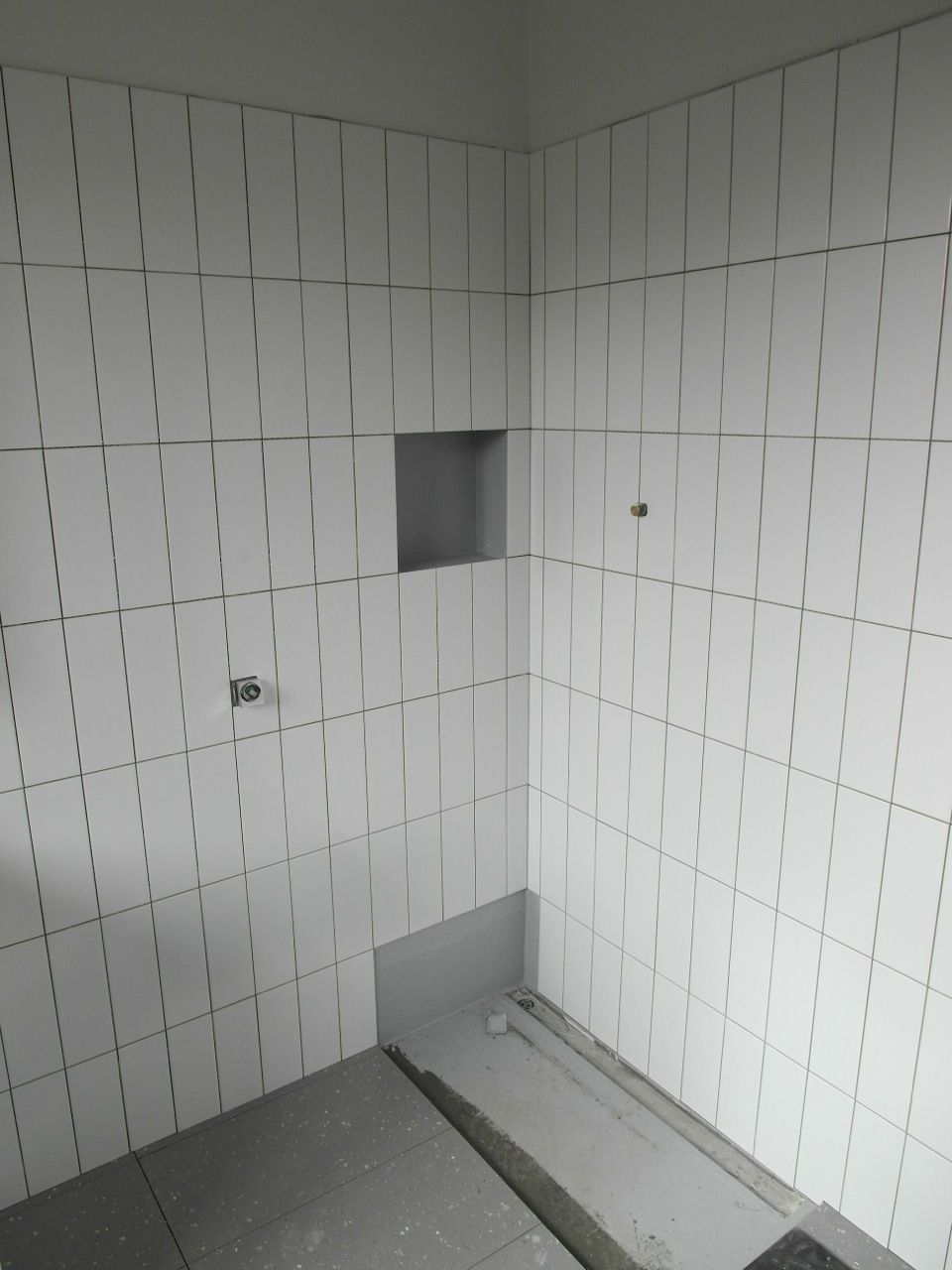 Bathroom wall tiles 300mm x 100mm gloss white in vertical