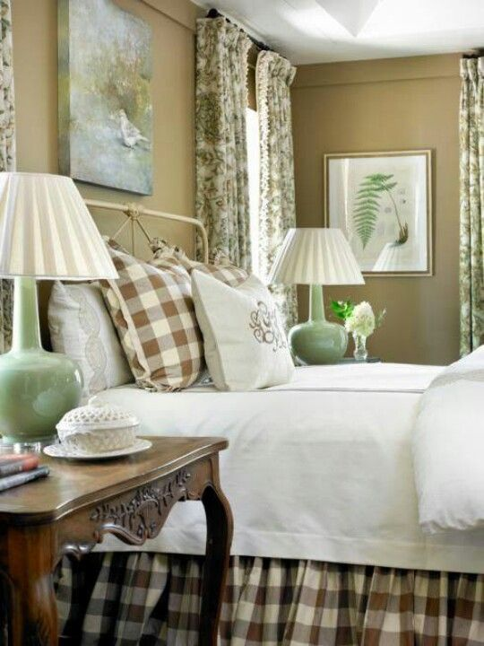 Large Brown And Ivory Buffalo Check Bedroom Decor
