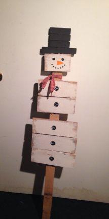 Primitive Style Pallet Snowman Deck Halls